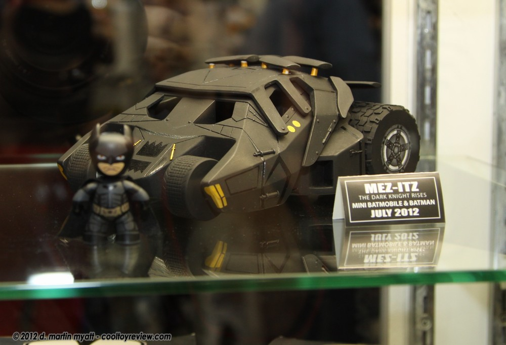 Mez-Itz The Dark Knight Rises Mini Batmobile and Batman