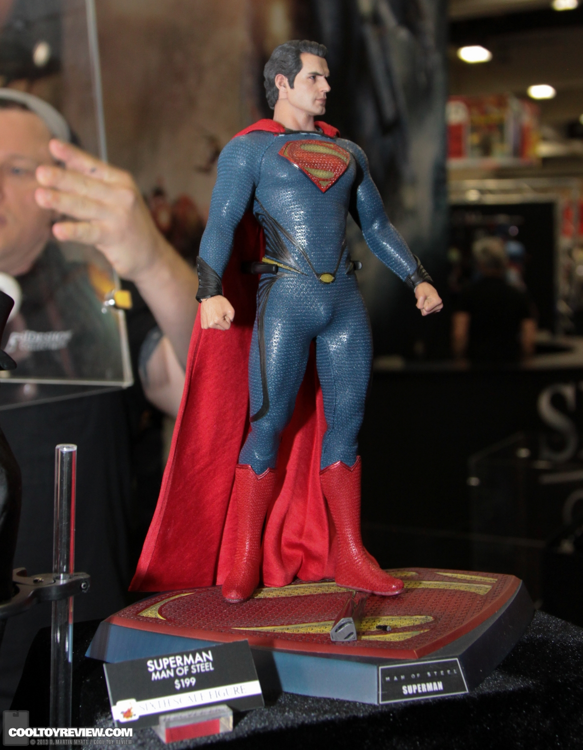 MMS200 : Man of steel - Superman SDCC_2013_Hot_Toys_Thursday-092